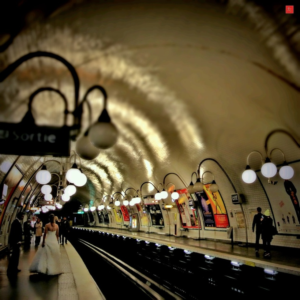 Metro in Paris (Photo from Internet)