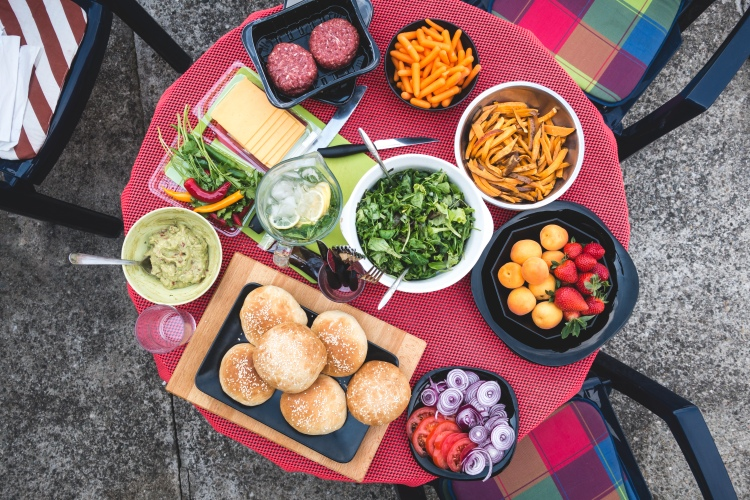 foodiesfeed.com_ready-for-barbeque