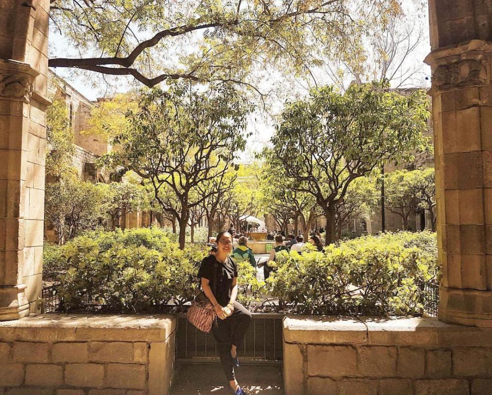 Tác giả ở khu vườn Thư viện Catalunya